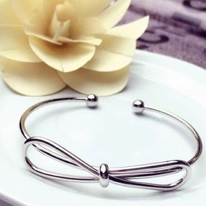 Jewelry - Silver Bow Bangle🎀💎